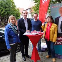 Alexander Horlamus besuchte den Infostand der Rednitzhembacher SPD